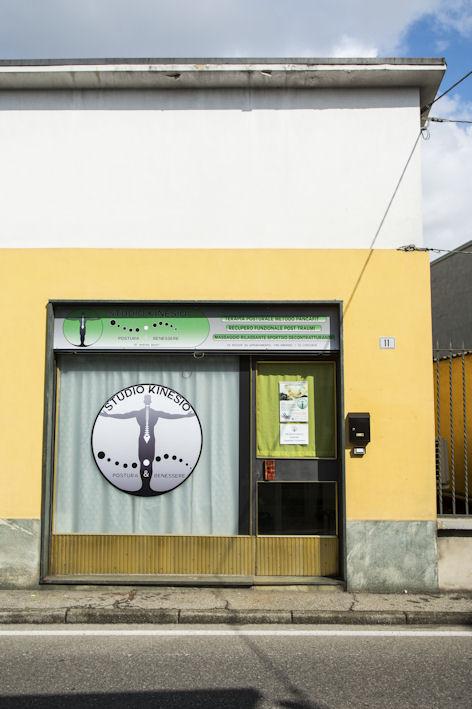Studio Kinesio a Lazzate (Monza Brianza) offre trattamenti di osteopatia, riequilibrio posturale, personal training e massaggi